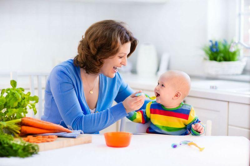 Bebeği Katı Gıdaya Alıştırmak | Pütürlü Gıdaya Geçiş