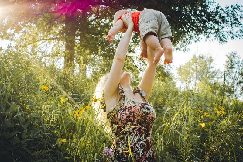 yeni doğan bebeği sıcaktan korumak, bebekleri sıcaktan korumak