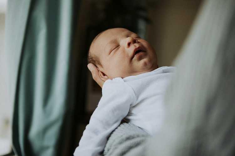 Bebeklerde Reflü Nedir? Belirtileri ve Tedavisi (Bebek Reflüsü)